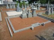 赤土のお墓
