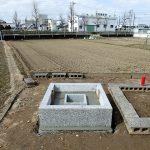 外柵基礎石とお墓の基礎コンクリート