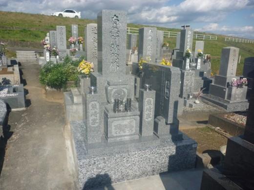岐阜市萱場墓地上段で純国産墓石唐原石のお墓建立しました