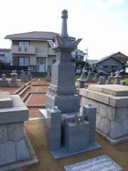鏡島弘法乙津寺墓地建立の宝篋印塔