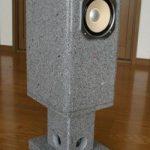 石のバスレフスピーカー