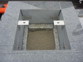 台石と四ツ石もステンレス金具で連結