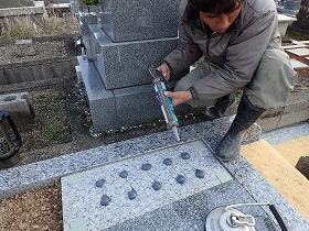 墓誌も免震シリコン+免震接着剤施工で地震対策施工