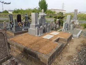 お墓リフォーム完成 御影石納骨室を作る