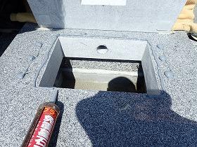 台石から上も免震シリコン+免震接着剤施工で地震対策施工