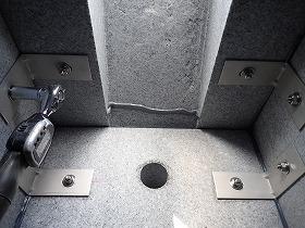 四ツ石と台石もステンレス金具で連結