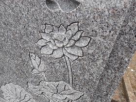 蓮の立体彫り