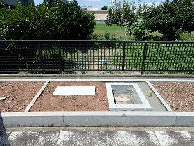 御影石納骨室と墓誌の補強石
