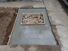 コテで押さえて、基礎コンクリートの完成