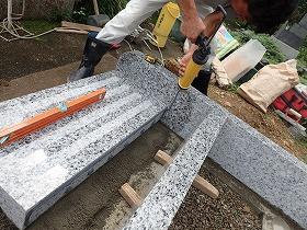 石の繋ぎには、耐震接着剤