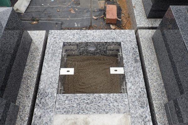 外柵基礎石台石をステンレス金具で固定