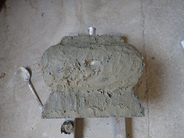 ロウソクのシミ取り作業