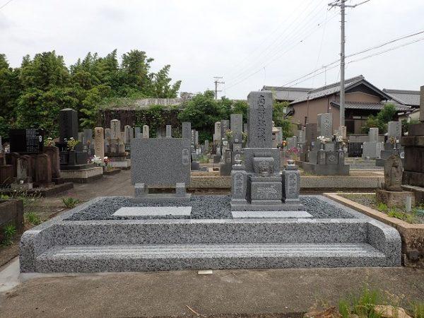 砂利を入れて純国産墓石大島石のお墓完成