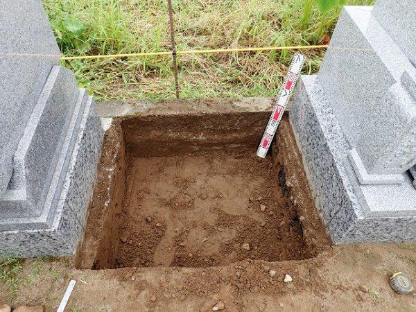 土を掘りました