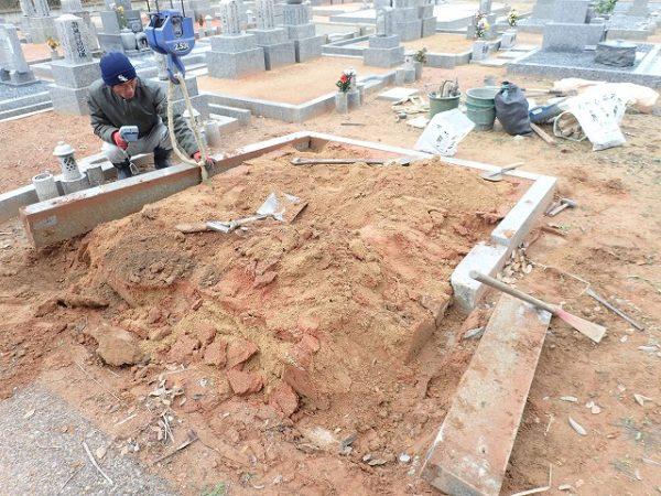 外柵基礎石の解体