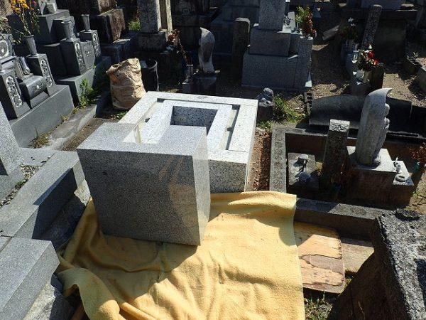 ようやく墓所まで運べました