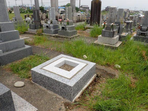 岡崎産の足助御影の外柵基礎石と一枚石の御影石納骨室