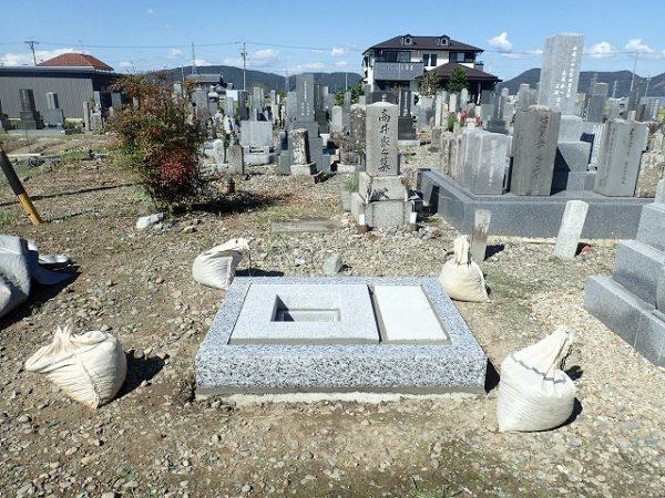 岡崎産の足助御影の外柵基礎石工事の完了