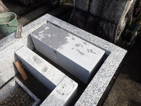 墓誌の補強石