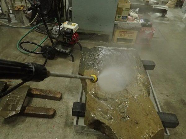 お墓を高圧洗浄機で掃除をしました
