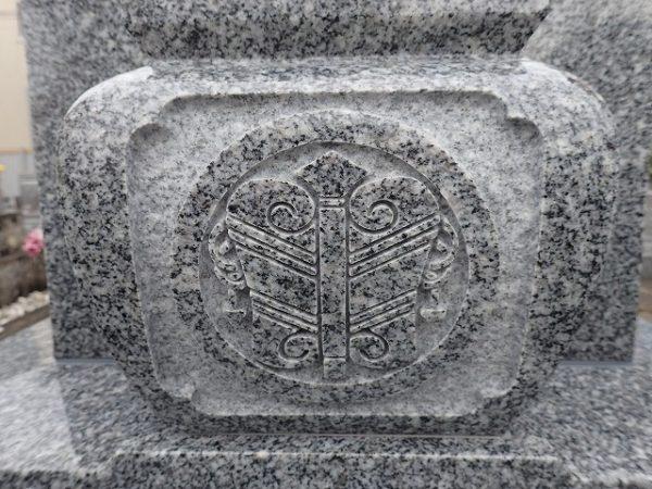 しっかり彫ってある家紋