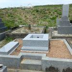 四ツ石と墓誌の拝石工事