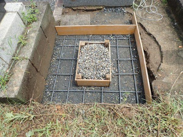 鉄筋を組んでコンクリートを打ちます