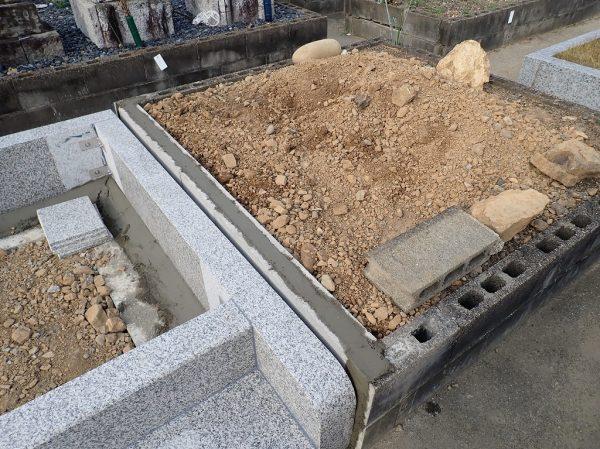 境にブロックを積みました