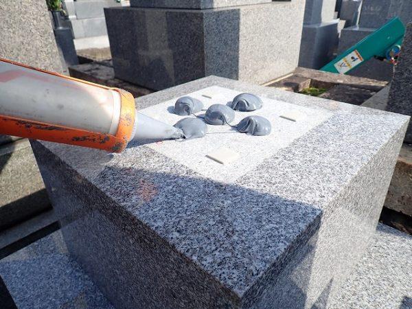 免震シリコン+免震接着剤施工で地震