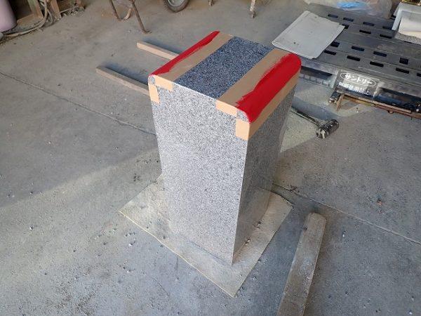 工場で竿石の作り直し