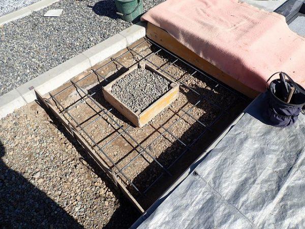 鉄筋を組んで、コンクリートを打ちます
