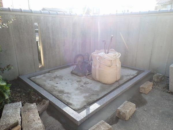 周りを仕上げて外柵基礎石工事の完了