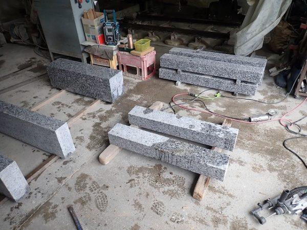 外柵基礎石の製造中