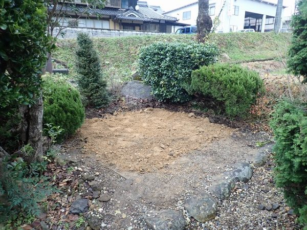 外柵基礎石とコンクリートを回収して、お墓の回収完了