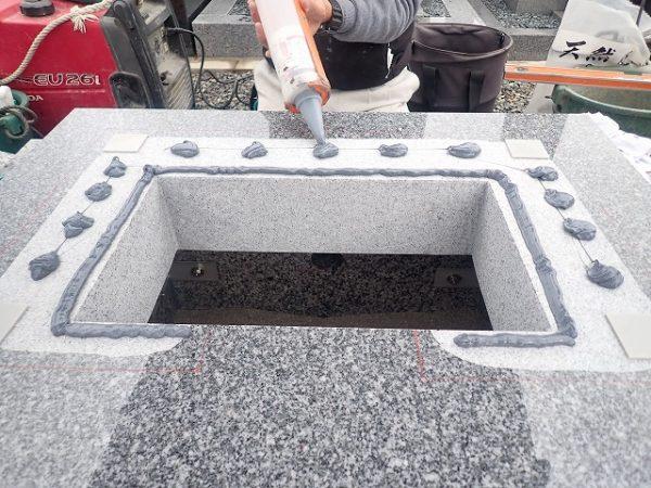 免震シリコン+免震接着剤施工で地震対策施工2