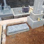 墓誌の補強石を組みました