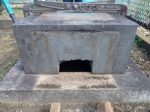 台石の納骨穴
