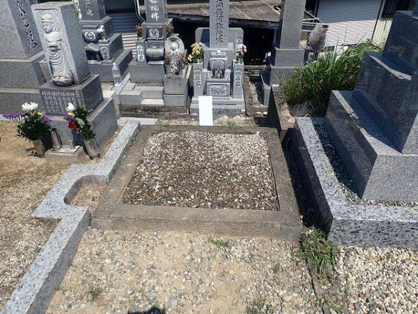 砂利をひいてお墓の回収完了