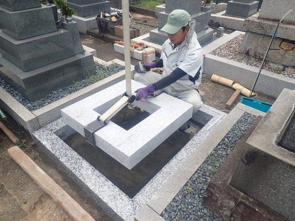 一枚石の御影石納骨室を施工