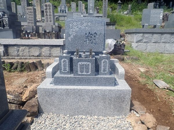 純国産墓石天山石のデザイン墓石建立