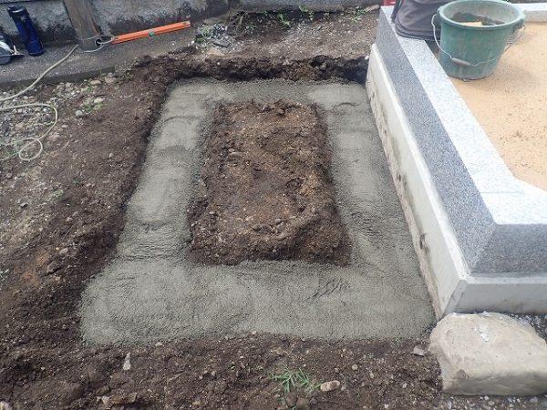 コンクリートをひいて施工します