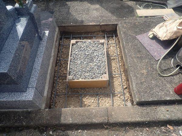 木枠と鉄筋を組んでコンクリートを打ちます
