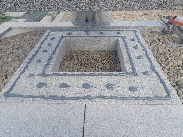 一枚石の御影石納骨室