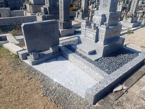 墓誌は左に設置