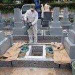 御影石納骨室を組んで角のコンクリートをします