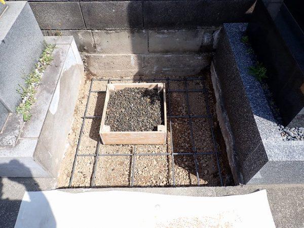 鉄筋を組んで基礎コンクリートを打ちます