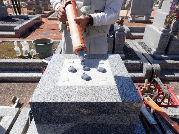 免震シリコン+免震接着剤施工で地震対策施工