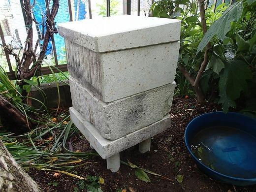 大谷石で作ったみつばちの巣箱