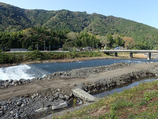 水が多い芝川